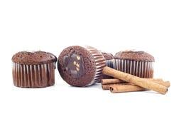 Muffin och pinnekanel Arkivfoto