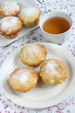 Muffin och te Royaltyfria Bilder