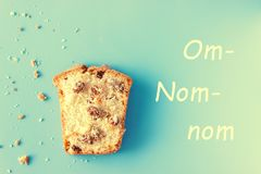 Muffin op blauwe achtergrond Royalty-vrije Stock Afbeeldingen