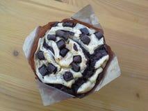 Muffin op houten lijst Royalty-vrije Stock Foto's