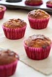 Muffin på tabellen Arkivbild