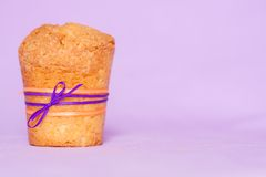 Muffin with purple ribbon Royalty Free Stock Photos