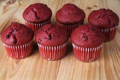 Muffin rossi del velluto Fotografie Stock