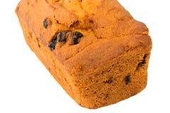 Muffin som bakar det hemlagade russinet som isoleras på den suddiga selektiva fokusen för vit bakgrund Arkivbilder