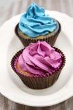 Muffin som dekoreras med buttercream royaltyfri fotografi