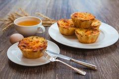 Muffin sulla prima colazione Fotografia Stock