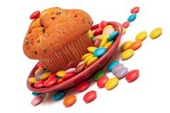 Muffin und bunte süße Süßigkeiten. stockfotos