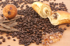 Muffin und Hörnchen lizenzfreies stockbild