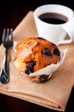 Muffin und Kaffee Stockfotos