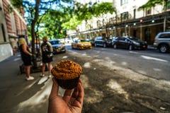 Muffin und Stadt New York stockfotos