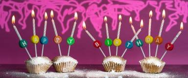 Muffinbakgrund för lycklig födelsedag arkivfoto