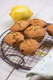 Muffiner med citronen Royaltyfri Foto