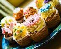 Muffiner på en platta Royaltyfri Bild