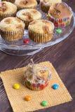 Muffingift cupcake gebonden met een kabel Stock Foto's