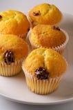 Muffings avec de la crème de noisette Photographie stock libre de droits