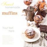 Muffins ζάχαρης πέρα από το λευκό Στοκ Εικόνες