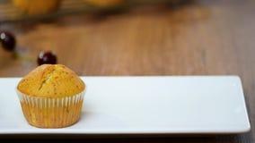 muffins καλύπτουν το λευκό Φάτε muffins, clouse-επάνω φιλμ μικρού μήκους