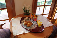 muffins καρπών προγευμάτων δίσκ&omicr Στοκ Εικόνα