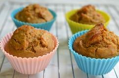 Muffins καρότων σε έναν δίσκο στοκ εικόνες