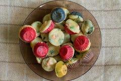 Muffins με το σολομό, το σπανάκι και το τυρί Στοκ Φωτογραφία