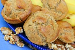 muffins μπανανών ξύλο καρυδιάς Στοκ φωτογραφίες με δικαίωμα ελεύθερης χρήσης