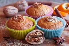 Muffins ξύλων καρυδιάς με την κανέλα Στοκ Εικόνα