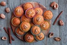 Muffins ξύλων καρυδιάς Στοκ Φωτογραφίες