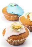 Muffins που διακοσμούνται στοκ εικόνες με δικαίωμα ελεύθερης χρήσης