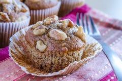 Muffins σπόρου ξύλων καρυδιάς και Chia μπανανών Στοκ Εικόνες
