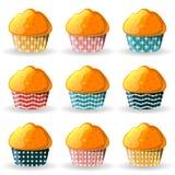 Muffins στα φλυτζάνια εγγράφου Στοκ φωτογραφία με δικαίωμα ελεύθερης χρήσης