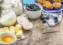 muffins συστατικών ψησίματος Στοκ Εικόνες