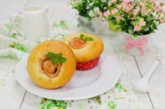 Muffins της Apple με τα φρέσκα μήλα Στοκ Εικόνα