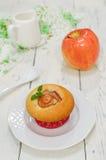 Muffins της Apple με τα φρέσκα μήλα Στοκ Φωτογραφία