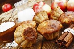 Muffins της Apple με την κανέλα Στοκ εικόνες με δικαίωμα ελεύθερης χρήσης