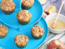 Muffins της Apple με streusel το κάλυμμα Στοκ Φωτογραφία