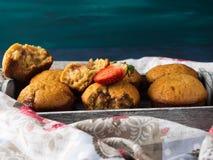 Muffins φυστικοβουτύρου με τη μαρμελάδα φραουλών Στοκ φωτογραφίες με δικαίωμα ελεύθερης χρήσης
