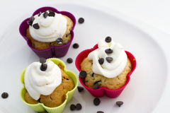 Muffins with cream and chocolate pieces Royalty Free Stock Photos