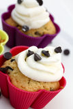 Muffins with cream and chocolate pieces Royalty Free Stock Photography