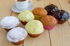 Muffins der Feiertagskleinen kuchen auf vielen Arten Lizenzfreies Stockfoto