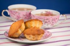 Muffins en thee Royalty-vrije Stock Foto's
