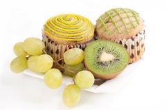 Muffins, grapes and kiwi Stock Photography
