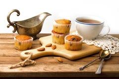 Muffins i filiżanka Zdjęcie Royalty Free