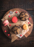 Muffins and macaroons Royalty Free Stock Photography