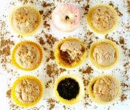 Muffins met appel, kruidnagels en kaneel Stock Fotografie