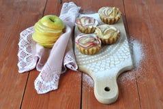Muffins met appelen, dessert voor huisvakantie Stock Foto