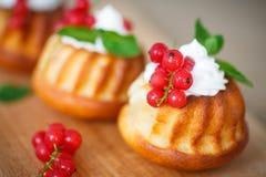 Muffins met bessen en room Royalty-vrije Stock Foto