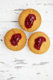 Muffins met de jam van de bessenamerikaanse veenbes, hoogste mening Royalty-vrije Stock Foto