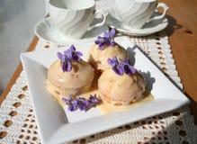 Muffins met ganache Stock Afbeeldingen