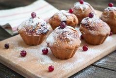 Muffins met zwarte bes stock afbeelding