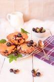 Muffins met zwarte bessen Royalty-vrije Stock Foto
